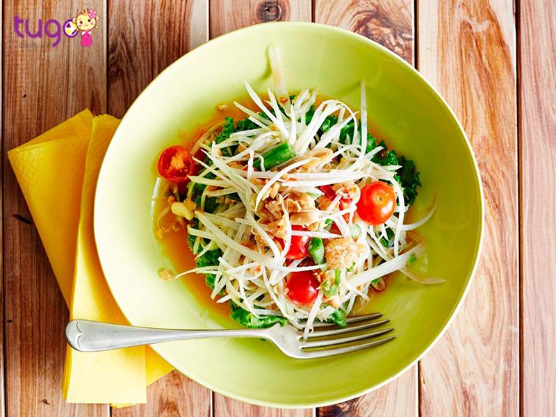 Som Tum Thái với đầy đủ các vị cơ bản của ẩm thực Thái