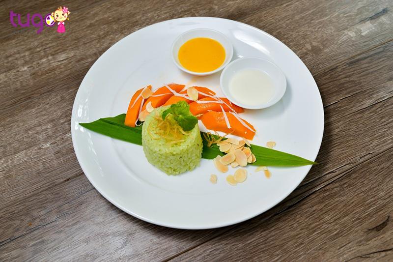 Xôi xoài được xem như một món tráng miệng ngon và lạ của người Thái
