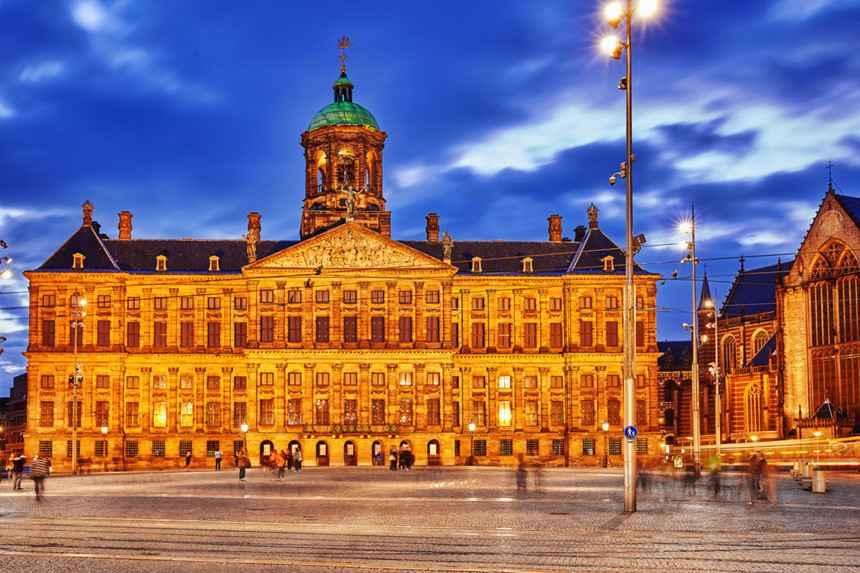 Kết quả hình ảnh cho Cung điện Hoàng Gia (Stockholm Slott)