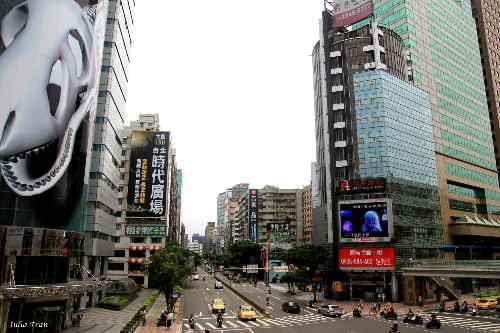 Đường phố Đài Loan đi lại thuận tiện, dễ dàng với đa dạng các phương tiện.