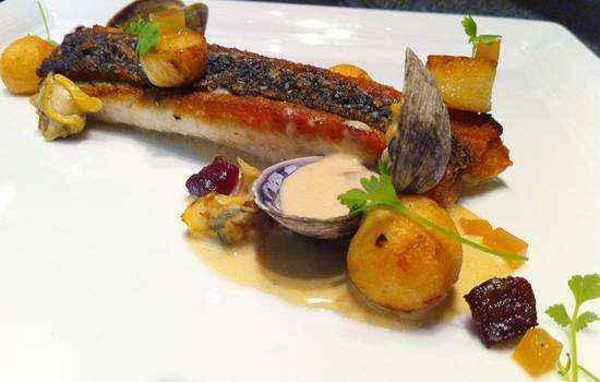 Món cá Barranubdi là món ăn mà bạn không nên bỏ qua khi du lịch Úc