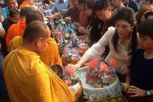 Lên chùa cầu nguyện không thể bỏ qua nếu tham gia tour đi thailand