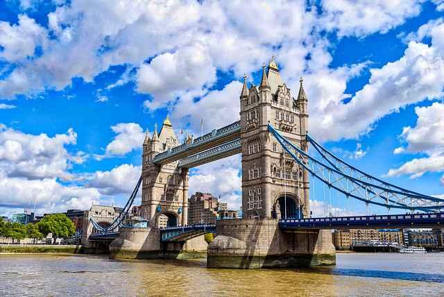 Kết quả hình ảnh cho Tản bộ dọc bờ sông Thames