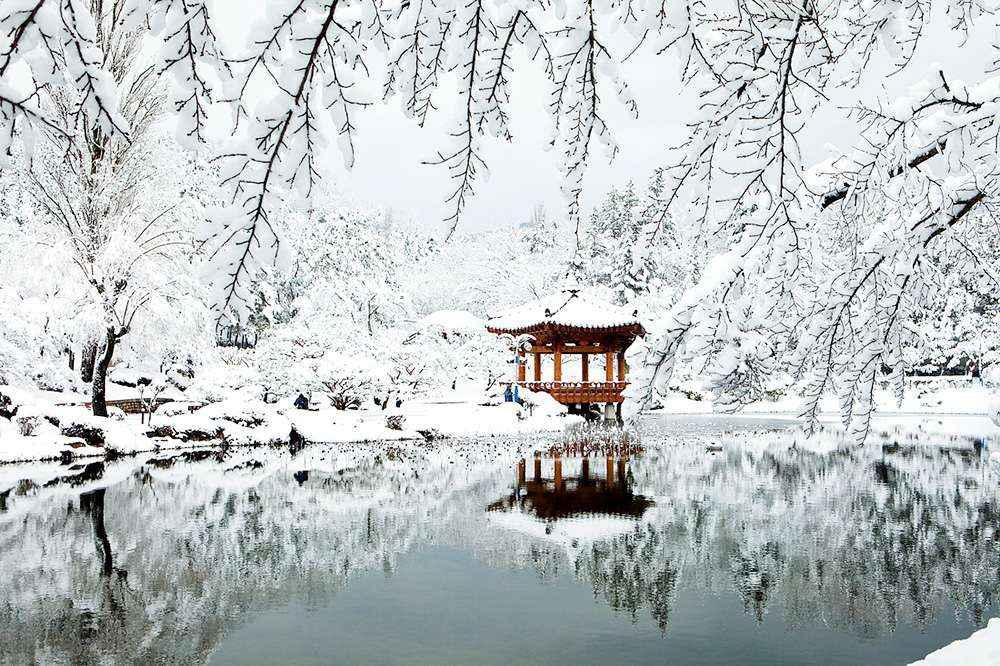 Mùa đông, Vọng lâu  Bomun phủ một màu trắng xóa