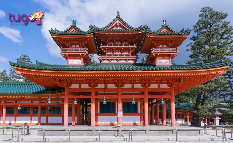 4_Đền Heian Jingu thu hút đông đảo đến ghé thăm mỗi năm nhờ vào kiến trúc vô cùng độc đáo và đẹp mắt