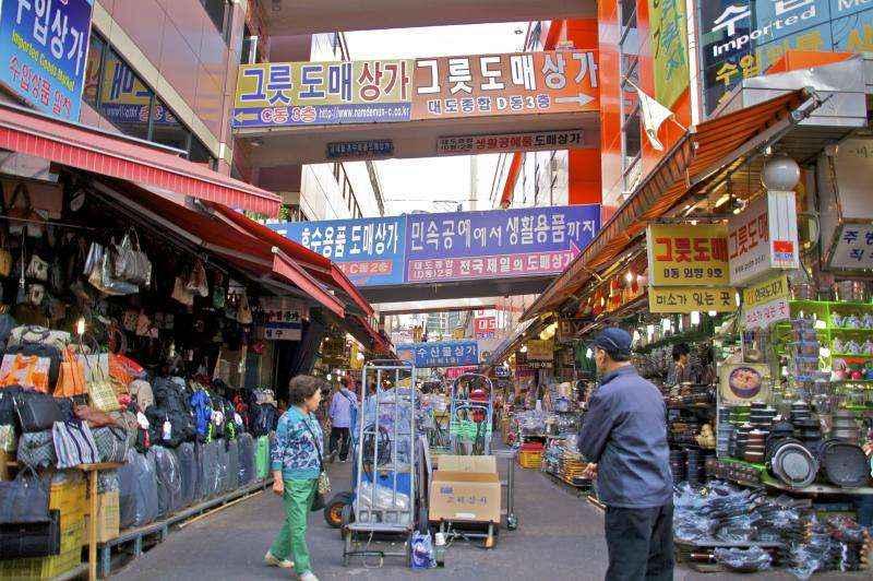Khu chợ bán các mặt hàng truyền thống lớn nhất của Hàn Quốc