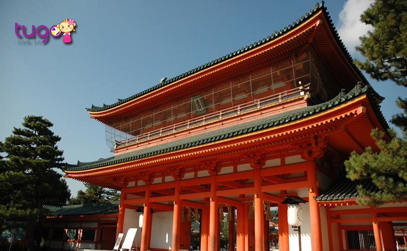 5_Ngôi đền gây ấn tượng với cổng đền và khu chính điện màu đỏ tươi rực rỡ