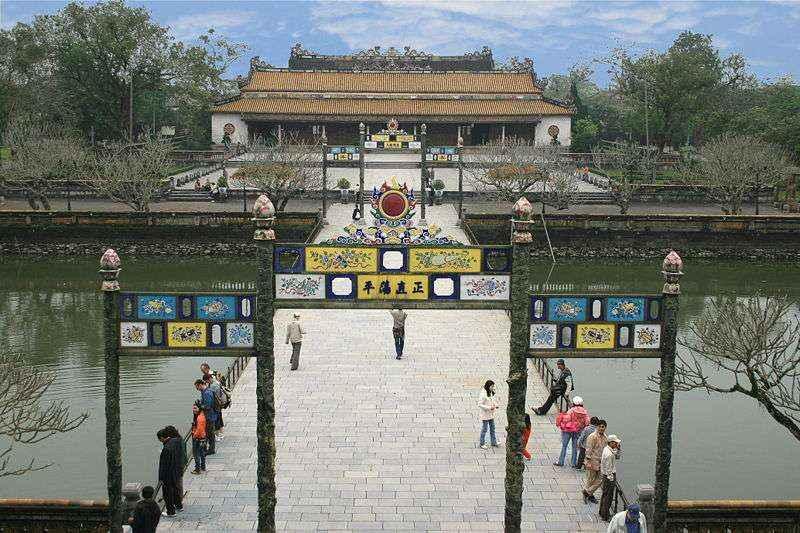 Hoàng thành Huế là nơi trải qua bao nhiêu đời vua
