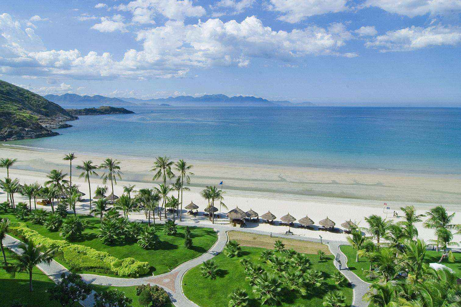 Bãi biển siêu đẹp, biển xanh, cát trắng, nắng vàng
