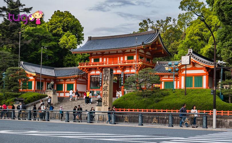 6_Ngôi đền Yasaka là một trong những ngôi đền nổi tiếng nhất ở Kyoto, được xây dựng từ hơn 1350 năm trước ở quận Higashiyama