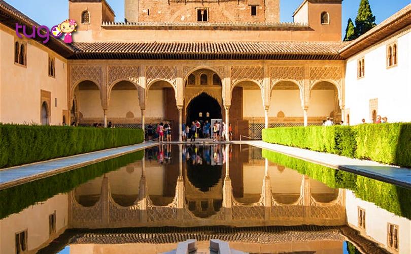 Andalucia là điểm đến khá lý tưởng với chi phí phải chăng cùng nhiều cảnh đẹp hấp dẫn