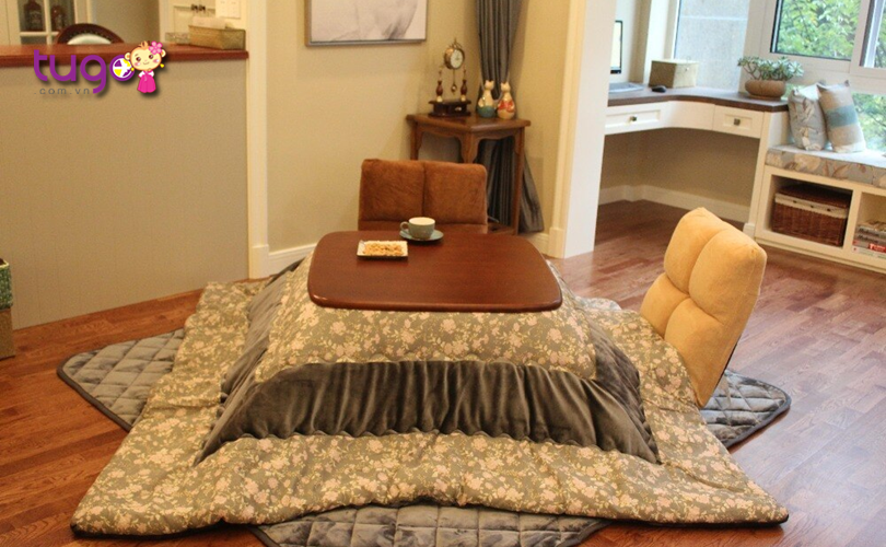 Bàn sưởi ấm Kotatsu là một thiết kế độc đáo của người Nhật để chống chọi thời tiết lạnh giá của mùa đông