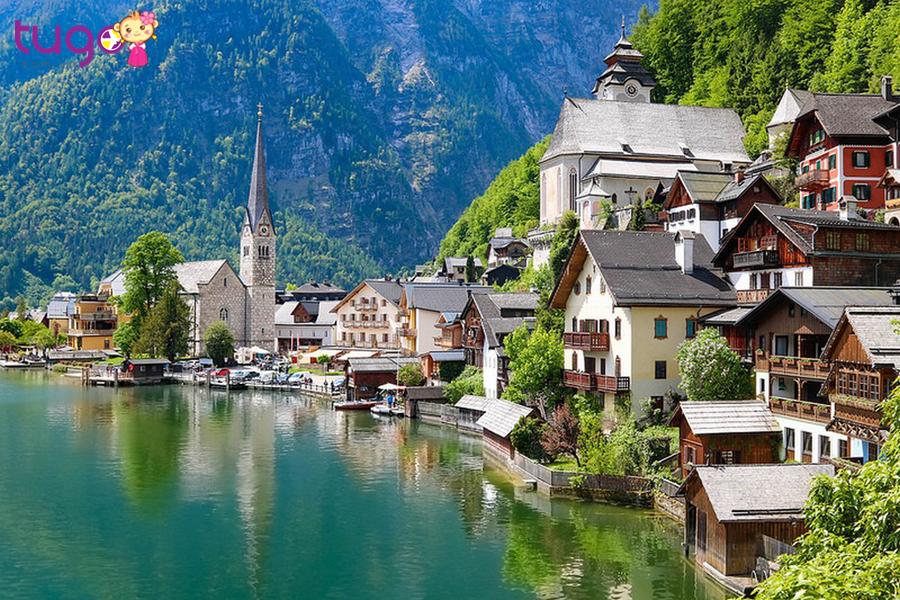 Khung cảnh đầy sức sống của Hallstatt vào mùa hạ