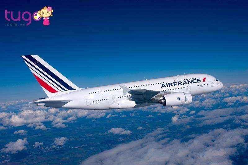 Máy bay thường là phương tiện di chuyển đến Pháp