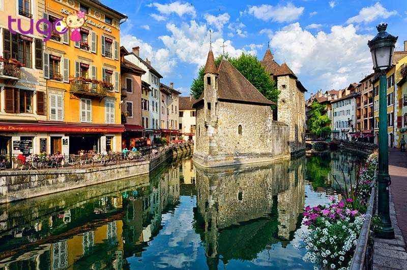 Annecy xinh đẹp được gọi là Venise của nước Pháp