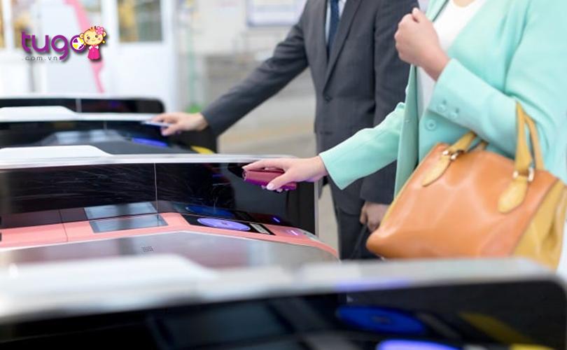 Cổng soát vé là khu vực đông đúc nhất tại các nhà ga