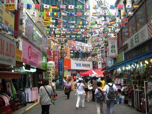 Đường phố Seoul, Hàn Quốc sạch sẽ và không gian thoáng mát.