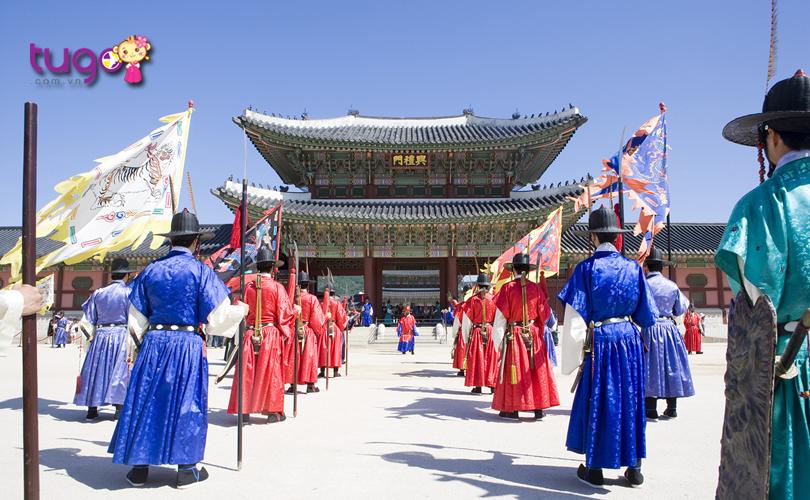 cung-dien-gyeongbok-voi-nhung-nghi-le-doc-dao