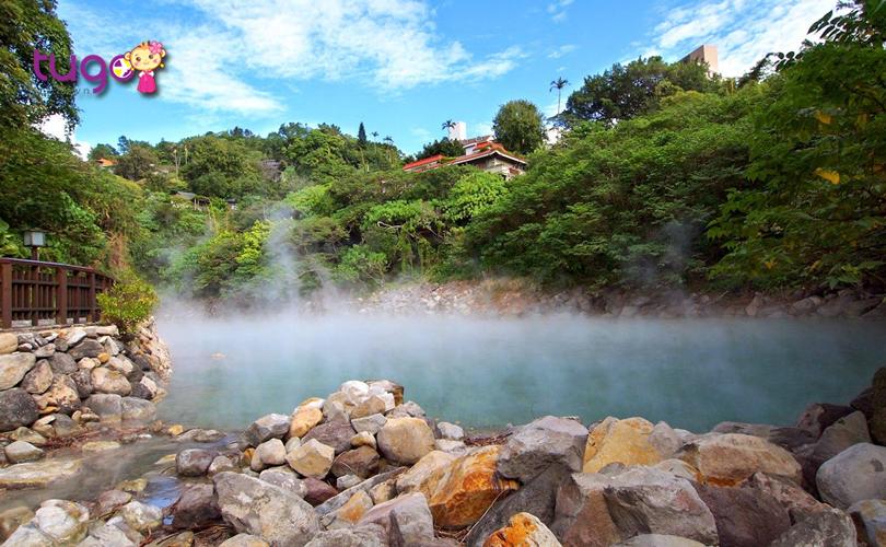 Du khách có thể đầm mình trong dòng suối nước nóng ở Xinbeitou để xua tan bao áp lực, căng thẳng của cuộc sống thường ngày