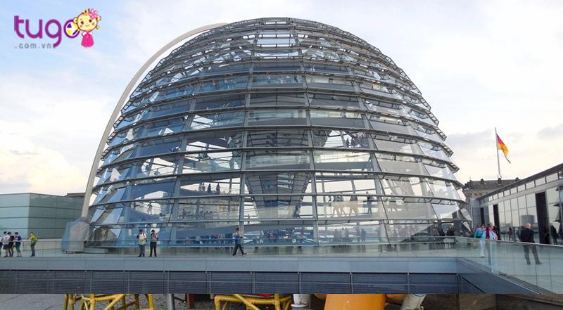 Mái vòm kính toàn nhà Quốc hội Đức
