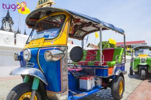 Tuk tuk là phương tiện phổ biến nhất mang đậm nét đặc trưng của Thái Lan