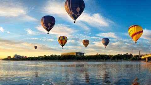 Ngắm bình minh Canberra từ khinh khí cầu.