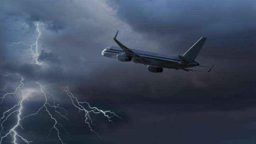 GTY_plane_lightning_kab_140418_16x9_992