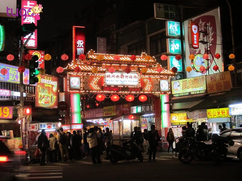 Chợ đêm FengJia nổi tiếng bậc nhất Đài Loan và được đánh giá cao bởi những món ăn vặt rất đậm chất Đài Loan