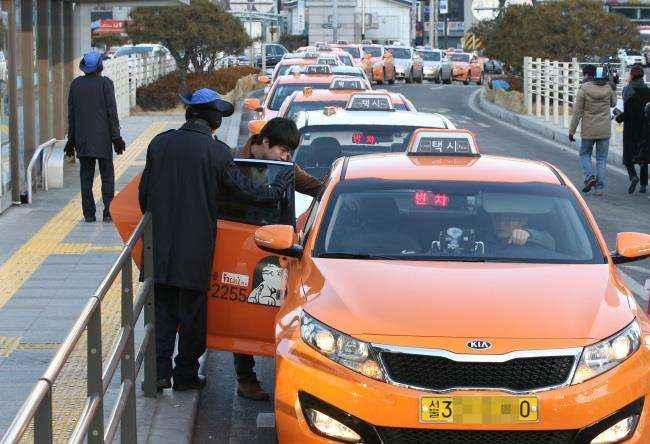 Phương tiện di chuyển khi du lịch Hàn là Taxi
