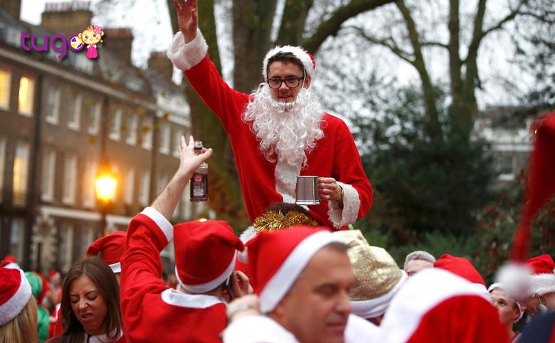 Không khí Giáng Sinh tràn ngập mọi nẻo đường với sự kiện diễu hành của các ông già Noel