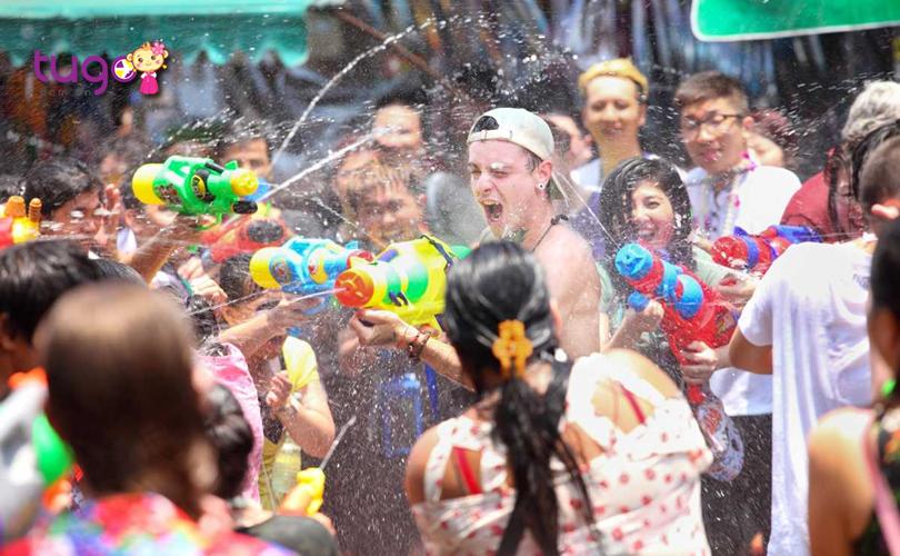 Không khí náo nhiệt tại lễ hội té nước Songkran vô cùng độc đáo tại Pattaya