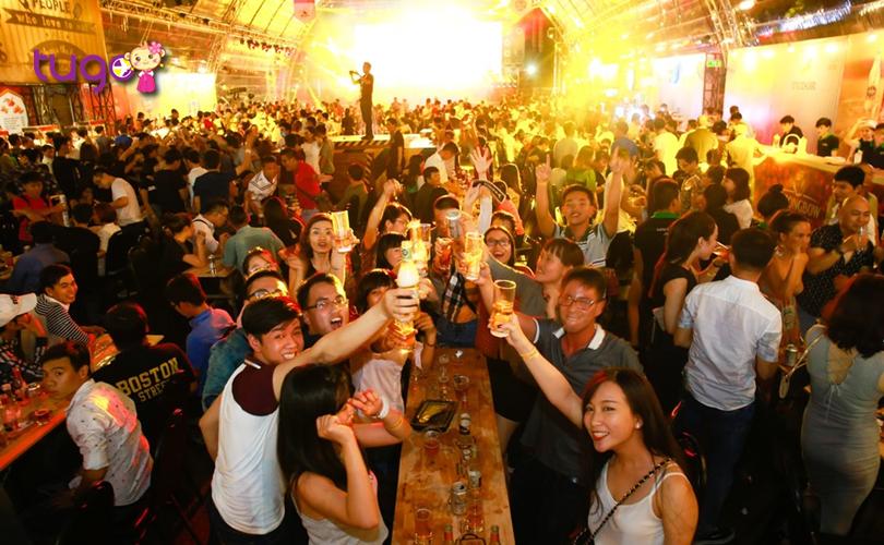 Không khí rộn ràng, náo nhiệt tại lễ hội bia ở Thái Lan