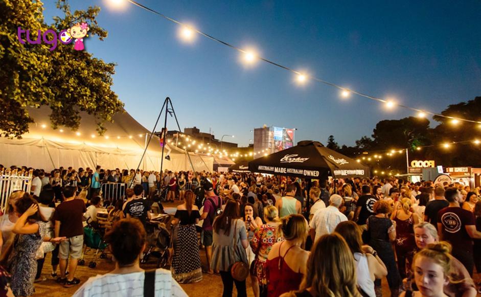 Không khí rộn ràng, tưng bừng trong lễ hội Adelaide Fringe