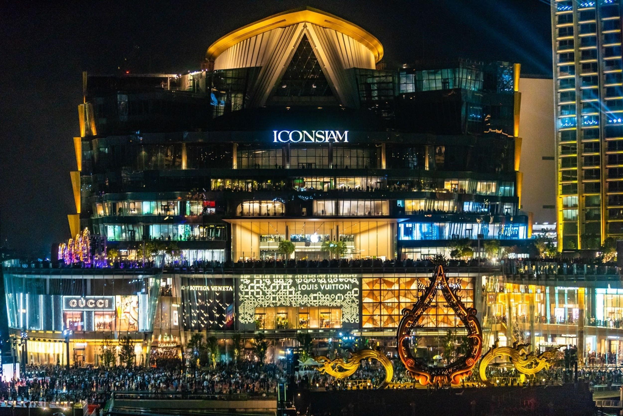 Khu Icon Siam nhộn nhịp khi về đêm