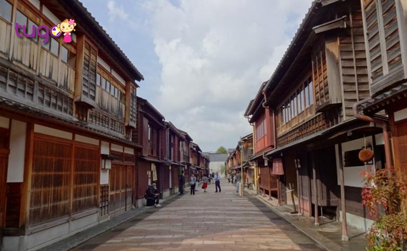 Khung cảnh đầy cổ kính tại Higashi Chaya Gai ở Kanazawa