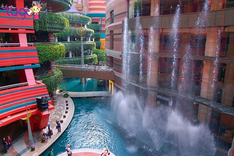 Canal City là một trung tâm mua sắm lớn nhất của Fukuoka