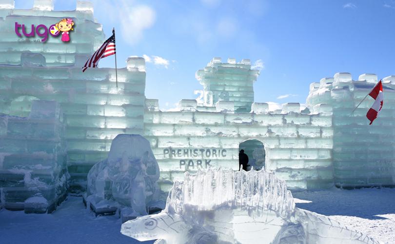 Lâu đài băng ấn tượng tại lễ hội ở Adirondacks, New York