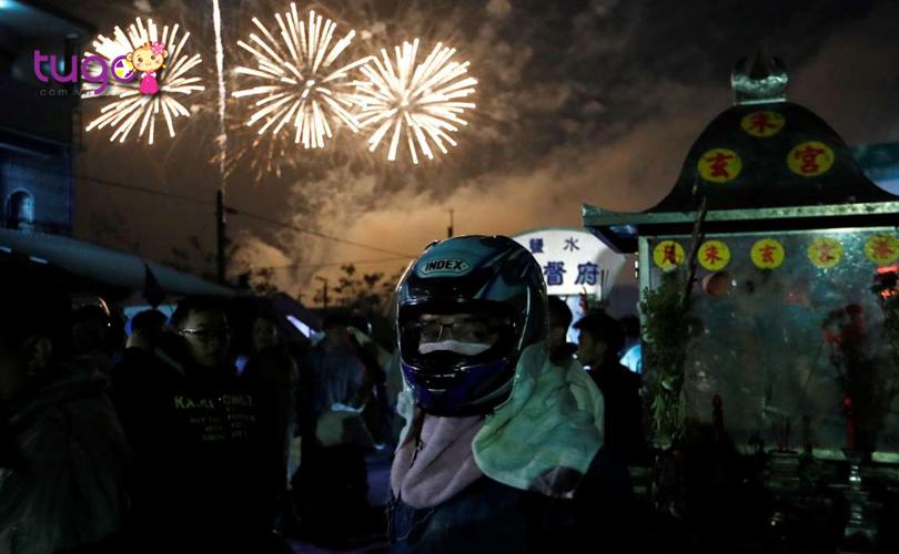 Lễ hội pháo hoa Tổ ong ở Diêm Thủy là một lễ hội dân gian cực kì đặc sắc mà du khách không nên bỏ lỡ