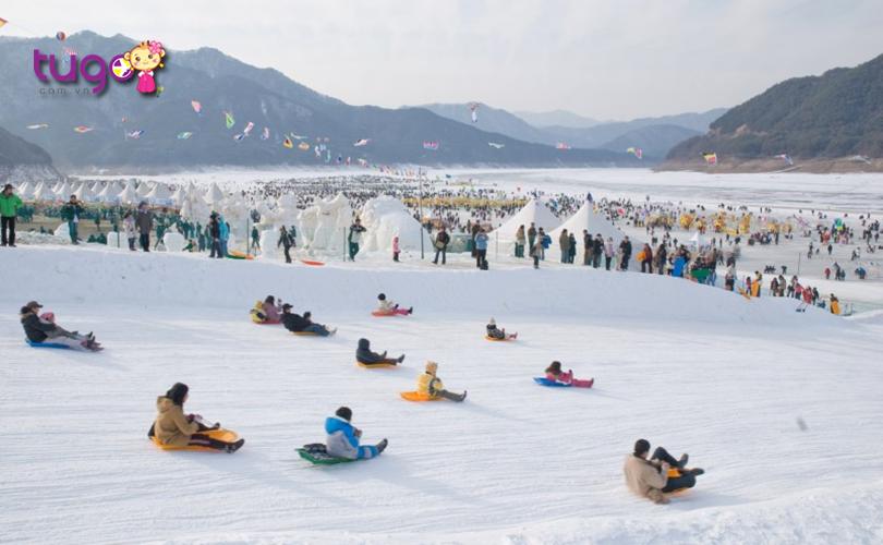 Lễ hội sông băng Hwacheon Sancheoneo diễn ra nhiều hoạt động hấp dẫn mang đến cho du khách vô số những trải nghiệm thú vị