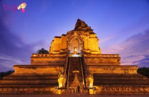 Chùa Chùa Wat Chedi Luang hoành tráng, đẹp rạng rỡ về đêm
