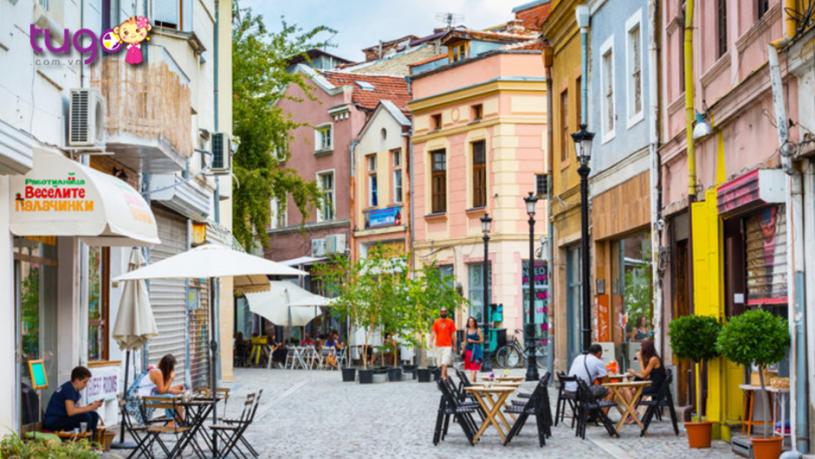 Một góc phố xinh xắn ở Plovdiv, Bulgaria