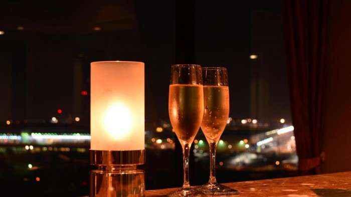 Bữa tối sang trọng, lãng mạn nhìn thẳng ra sân bay.