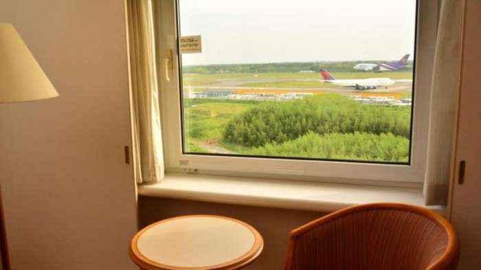 Vừa thưởng thức bữa sáng vừa ngắm máy bay, thật tuyệt!