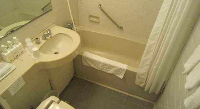 Toilet nhỏ gọn đúng phong cách của người Nhật.