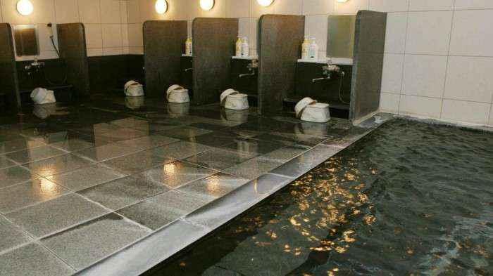 Phòng tắm tập thể.