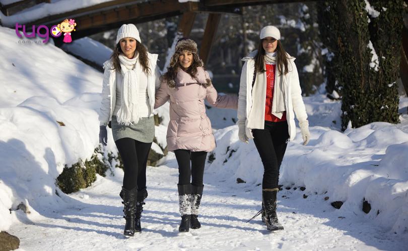 Nên chọn các trang phục vừa có công dụng giữ ấm nhưng vẫn thoải mái cho các hoạt động du lịch và khám phá