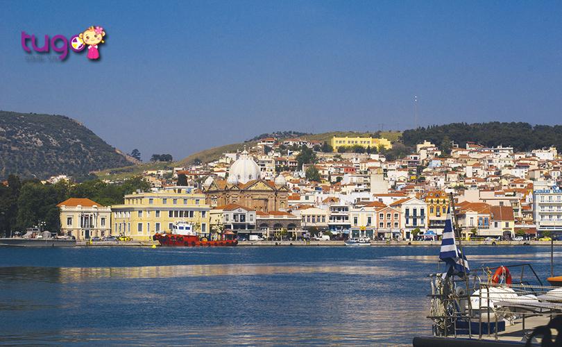 Nếu bạn là người yêu thích thiên nhiên và muốn thưởng thức các món ăn hấp dẫn thì càng không thể bỏ qua hòn đảo Lesvos ở Hy Lạp