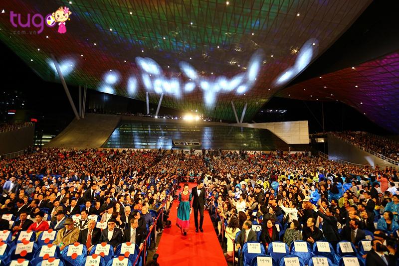 Đến Busan, bạn sẽ có cơ hội nhìn thấy các ngôi sao Hàn Quốc yêu thích mà trước đây chỉ có thể thấy qua phim ảnh