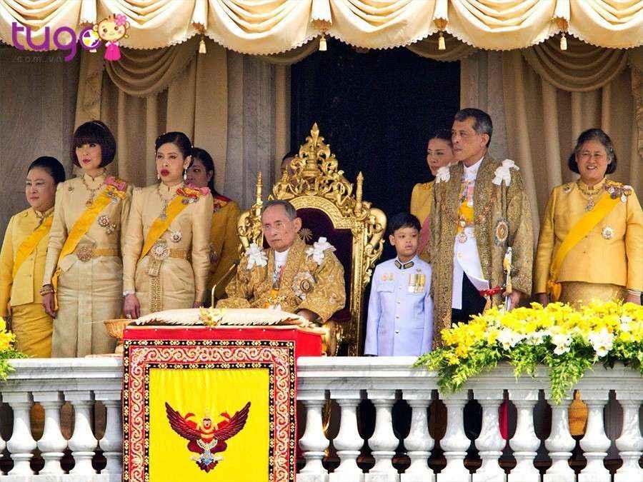 Mỗi người dân Thái Lan đều có niềm tôn kính và ngưỡng mộ với vua và hoàng gia Thái Lan