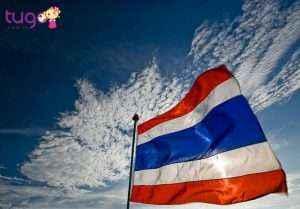 Ban không nên đùa cợt với quốc kỳ Thái Lan